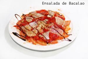 tomate, pimiento de piquillo y bacalao ahumado