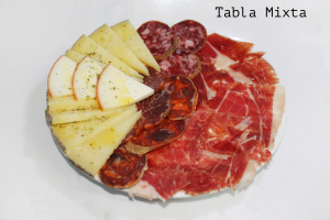 Jamón, lomito, salchichon, chorizo, queso de oveja y queso de cabra
